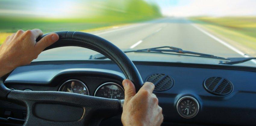 Malos hábitos a evitar cuando conducimos